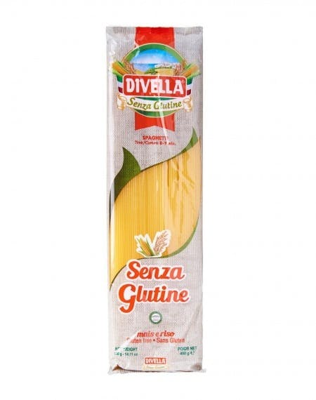na białym tle paczka makaronu bezglutenowy spaghetti, 400g