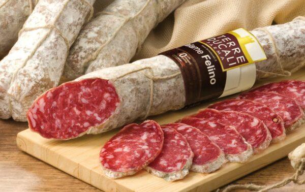 Salami włoskie chude, w naturalnej osłonce wołowej, dojrzewające.