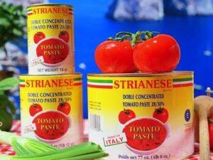 na białym tle Koncentrat w puszce, pomidorowy do Ragu Bolognese