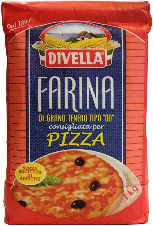 na białym tle opakowanie z Mąką do pizzy FARINA PER PIZZA 00 DIVELLA 1KG