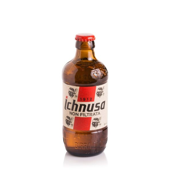 na białym tle Niefiltrowante blond piwo z Sardynii ICHNUSA BIRRA BIONDA NON FILTRATA 330ML SARDEGNA