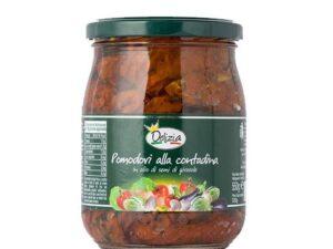 Na białym tle w słoiku Suszone pomidory w oleju słonecznikowym POMODORI ALLA CONTADINA DELIZIA 580G