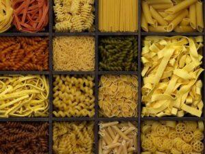 Włoskie makaron i gnocchi ziemniaczane